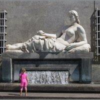 Девочка и фонтан... :: Николай Панов