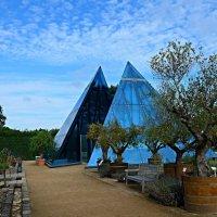 Синие пирамиды под синим небом :: Nina Yudicheva