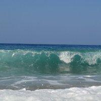 Идет волна.. :: Клара