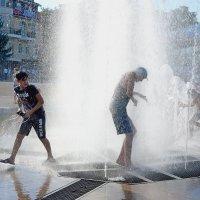 Сквозь фонтан :: Игорь Попов