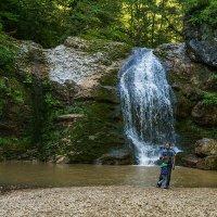 Селфи на фоне водопада :: Игорь Сикорский