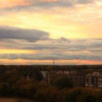 Сентябрьский вечер над городом :: Татьяна Ломтева