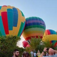 Демонстрация воздушных шаров зрителям :: Николай Николенко