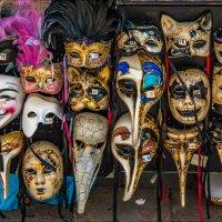 Карнавальные маски-2.. :: Виктор Льготин