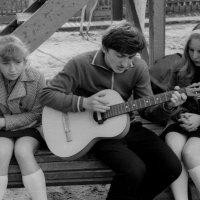 А у нас во дворе.....  1974 (май) :: Игорь Смолин