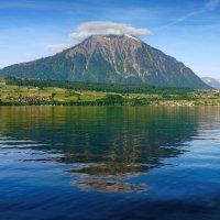 собственная пирамида озера Тун :: Elena Wymann