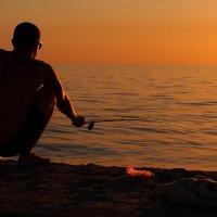 The Box - пляж эмоций. Там душу на закате  можно было отвести... :: Александр Резуненко