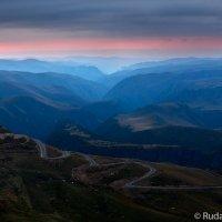 Дорога на Джилы-Су (вид с горы Сирх) :: Сергей