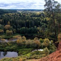 Вид на реку Чепцу и золотую осень с горы Байгурезь :: Владимир Максимов