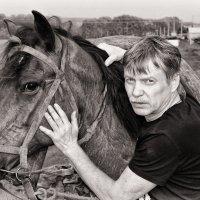 Не благодарней дела нет, чем создавать автопортрет (с конем) :: Евгений Юрков