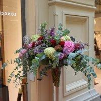 У гламурных отделов гламурные цветы. :: Татьяна Помогалова
