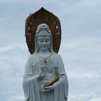 Статуя богини Гуаньинь в Санье -Китай. :: Олег Дейнега