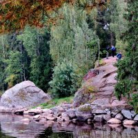 Скалы - естественное украшение парка :: Светлана Петошина
