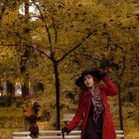 По аллеям сада осеннего  Мы бродили листвою шурша. :: Елена Маковоз