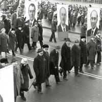 Ветераны революции в Минске на демонстации 7 ноября 1965 года :: Юрий Иванов