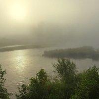 Туман на реке. Без линейной составляющей, но с воздушной перспективой :: Наталья Чистополова