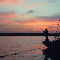 Рыбалка в октябре :: Paul B.