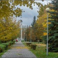 Аллея осенью :: Александр Лихачёв