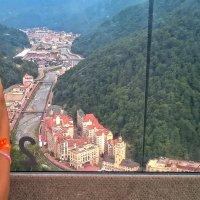 "Вид из кабинки канатной дороги ""Олимпия"" на Роза Долину. :: Elena Izotova"