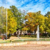 Осенние городские фонтаны :: Николай Николенко