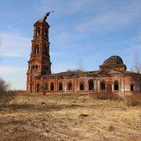 Введенская церковь в Леонтьево :: ninell nikitina