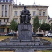 Памятник   Михаилу   Грушевскому   в   Львове :: Андрей  Васильевич Коляскин