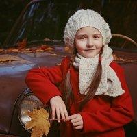 Всё просто: две девочки и один автомобиль... :: Ксения Старикова