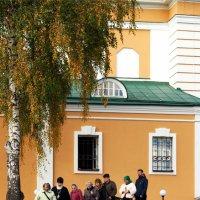 Паломники в Покровском Хотькове монастыре :: Михаил Малец