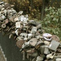 Замков гирлянды расписные, украсили собой мосты... :: сергей лебедев