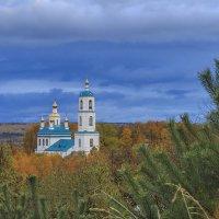 В обрамлении осени :: Сергей Цветков