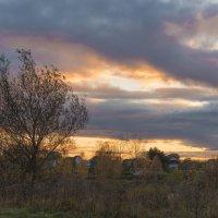 Осенний закат над садовым товариществом. :: Виктор Евстратов