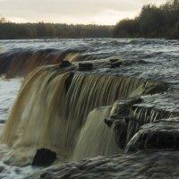 Тосненский водопад. Шумит громко, выглядит впечатляюще. :: Людмила Волдыкова