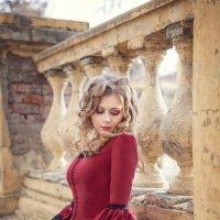 Прогулка по старому дворцу :: Olga Burmistrova