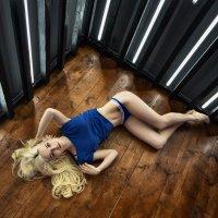 Девушка в синей майке :: Sergey Kant