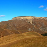 Осень в Приэльбрусье. Гудгора, южный склон. Высота 2480м. Вид со стороны Эльбруса с плато Бийчесын. :: Vladimir 070549