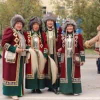 Якутские женщины в национальных нарядах :: Александр Велигура