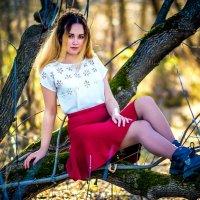 Девушка в лесу :: Виктор