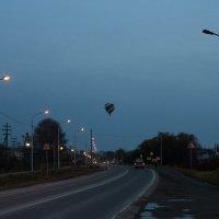 кто-то на машине, кто-то на большом воздушном шаре :: Наталья Литвинчук
