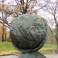 Глобус Планеты Земля на Аллее Космонавтов :: Александр Качалин