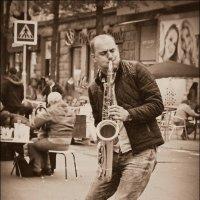Сыграй, саксофонист, как ты умеешь... :: Nina Streapan