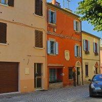 Оранжевый домик и тихая Италия :: M Marikfoto
