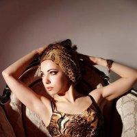 Модель позирует в студии :: Виктория Балашова