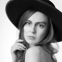 Девушка в шляпе :: Мадина Скоморохова