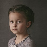 Девочка в сером :: Юлия Дурова