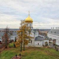 Над монастырскими стенами... :: Ирина Котенева