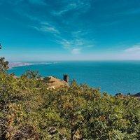 Вид с горы Святая на бухту Коктебель и поселок Орджоникидзе :: Андрей Зайцев