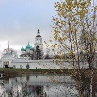 Тихая осень Толгского монастыря :: Николай Белавин