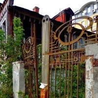 одинокие ворота :: Наталья Сазонова