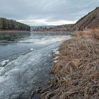 Река замерзает... :: Сергей Герасимов
