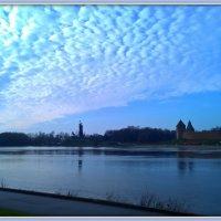 Река Волхов. Синь. Облака :: Марина Домосилецкая